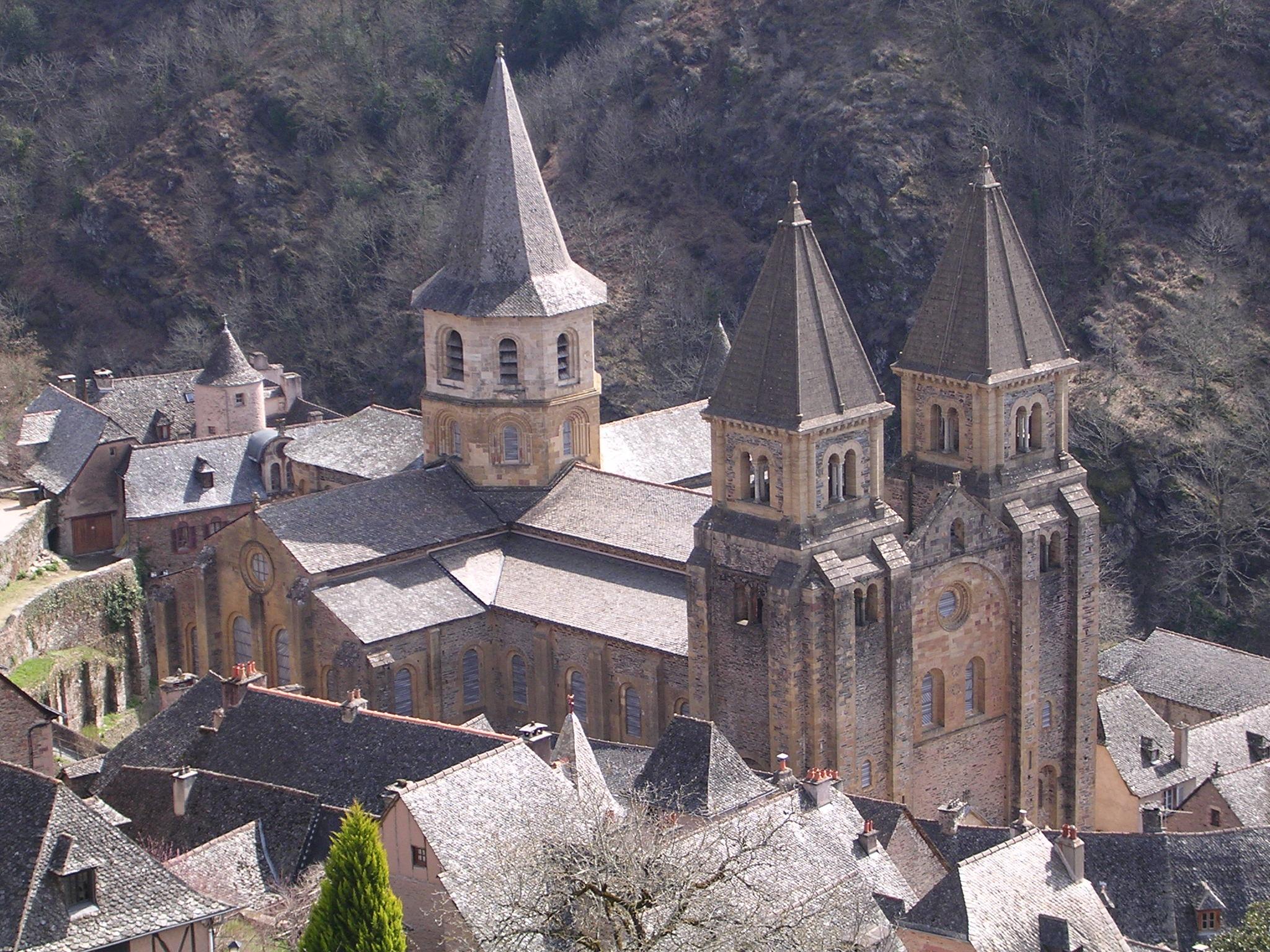 http://sumateologica.files.wordpress.com/2009/12/sainte-foy_de_conques.jpg