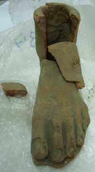 Peu._Exvot_etrusc_hel·lenístic_de_Calvi_(Campania)._BMVB-3384